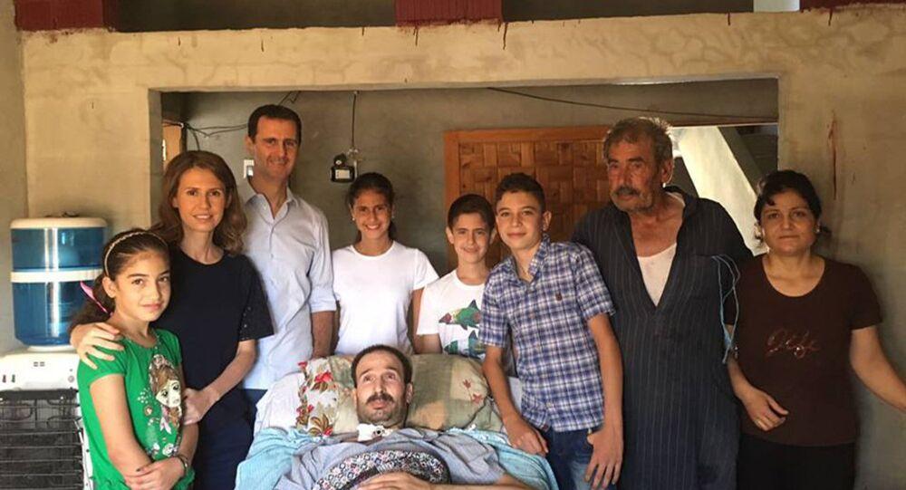 بشار الأسد يزور وعائلته عددا من جرحى الجيش في قراهم بريف حمص
