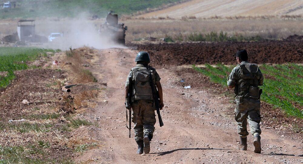 عسكريون أتراك على الحدود التركية