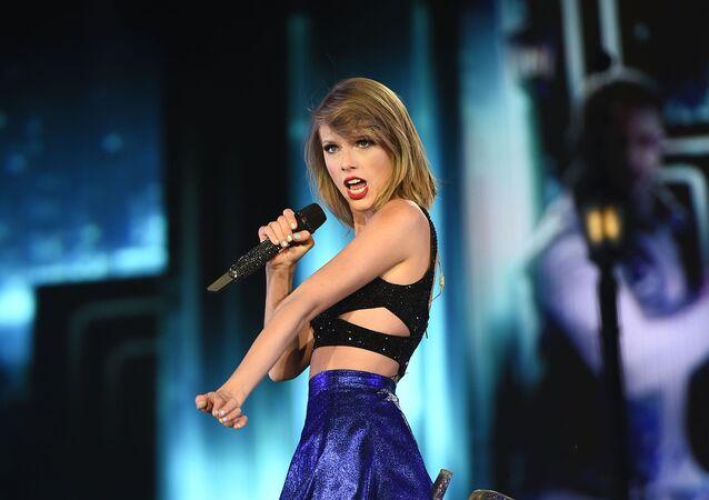 Американская кантри-поп исполнительница, автор песен и актриса Тейлор Элисон Свифт