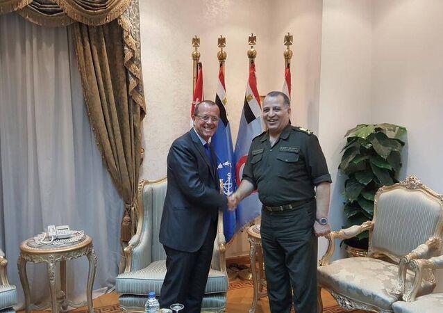 مارتن كوبلر ومساعد وزير الدفاع المصري للشؤون الخارجية محمد الكشكي