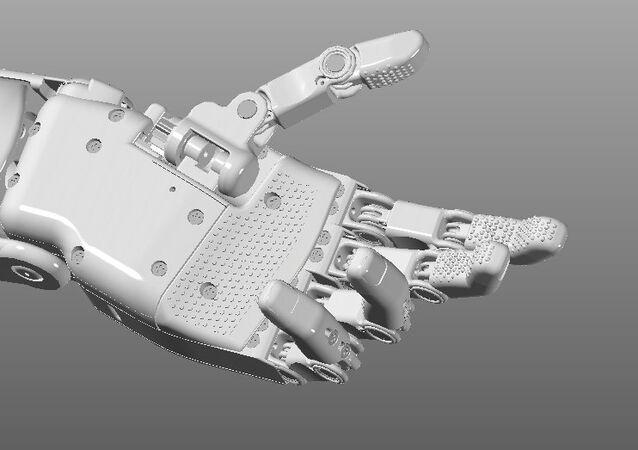 مهندس روسي يبتكر ذراعا اصطناعية فريدة من نوعها