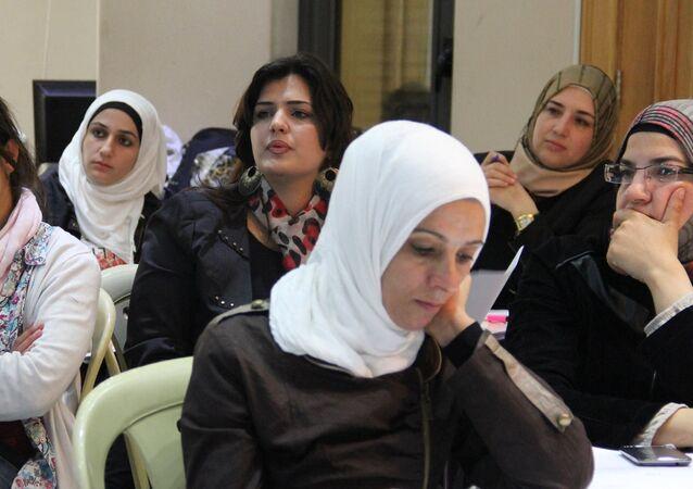 نساء سوريات... من أجل أطفالهم حياتهم متوقفة على القليل من النقود