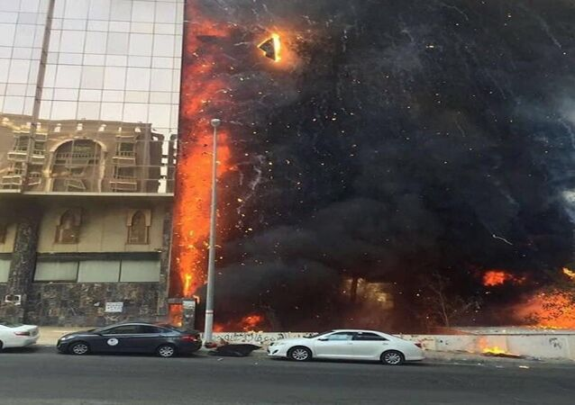 حريق هائل بفندق بمكة المكرمة