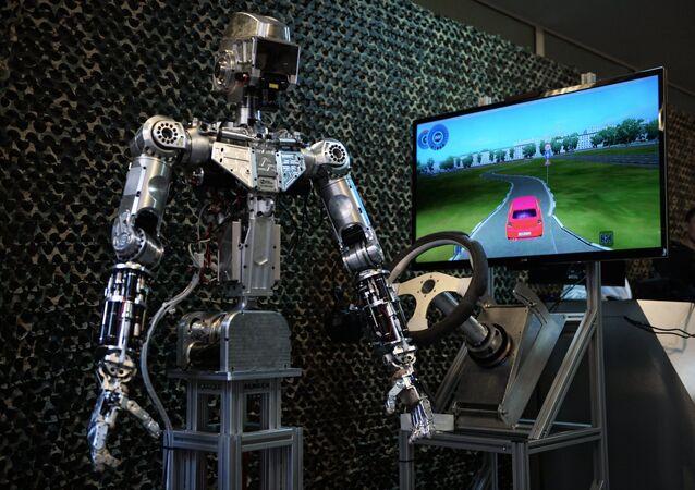 روبوت من صنع مؤسسة أبحاث المستقبل