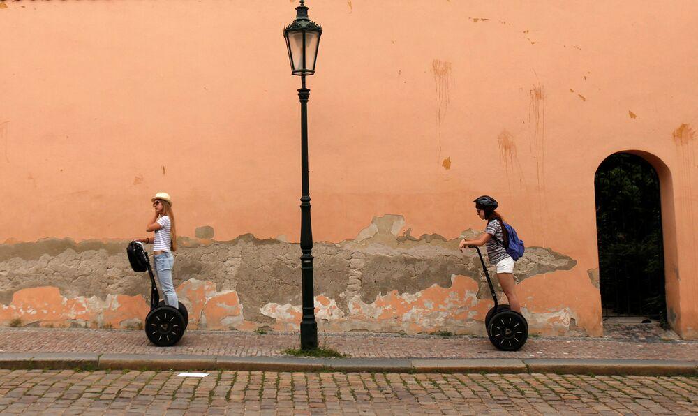 السياح في العاصمة التشيكية براغ، 19 يوليو/ تموز 2016