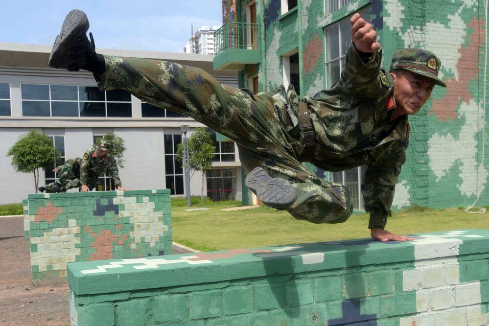 تدريبات قوات الشرطة الصينية في ناننينغ، 18 يوليو/ تموز 2016