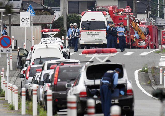 سيارات الشرطة في موقع الهجوم على مركز لذوي الاحتياجات الخاصة في اليابان
