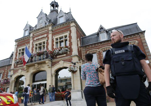 الكنيسة التي احتجز فيها الرهائن في فرنسا