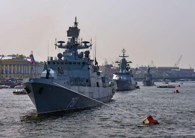 سفن الأسطول الروسي في نهر نيفا