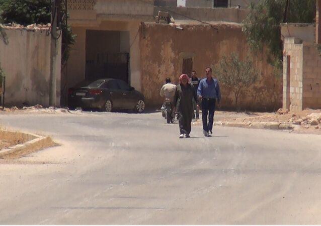 عبر سبوتنيك أهالي جبهات القتال في ريف السلمية يستهزئون بالدواعش بطريقتهم الخاصة