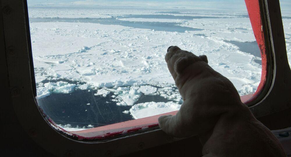 غرفة قيادة كاسحة الجليد يامال