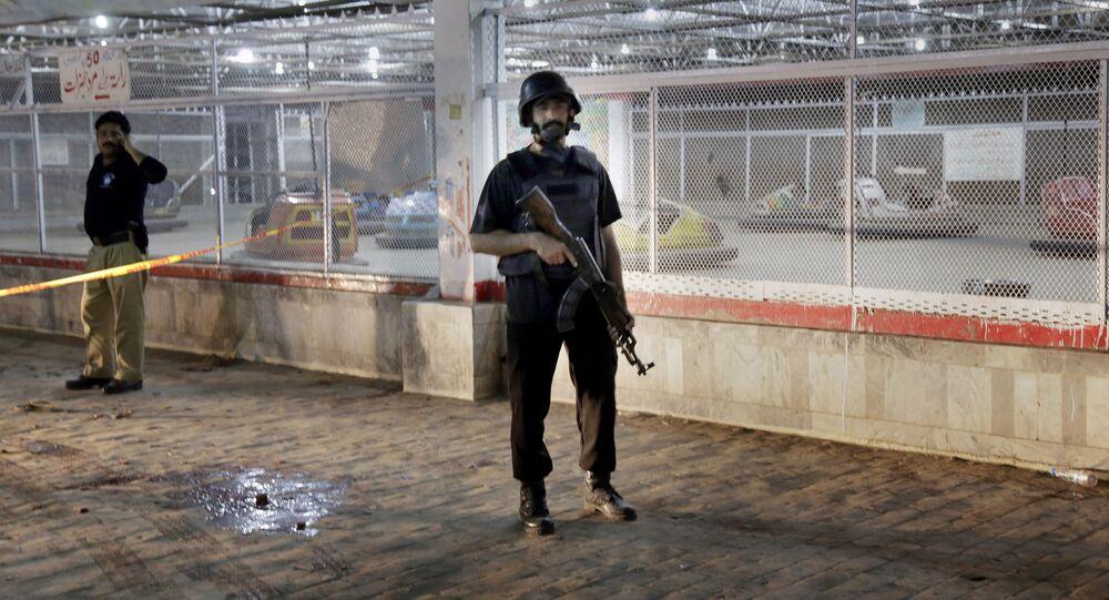 الشرطة الباكستانية في موقع تفجير لاهور