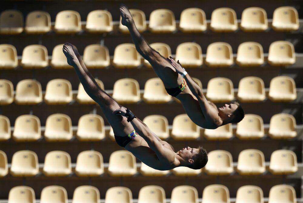 تدريبات الرياضيين في سباق القفز في مدينة الألعاب الأولمبية في ريو-دي-جانيرو، البرازيل 1 أغسطس/ آب 2016
