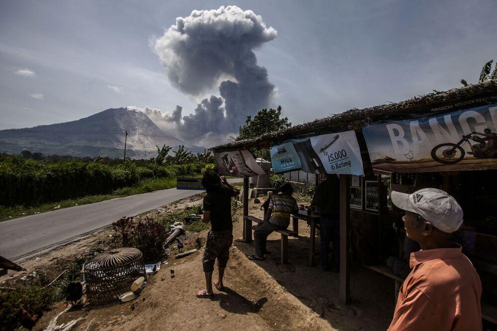 ثوران البركان في سينابونغ، إندونيسيا 3 أغسطس/ آب 2016