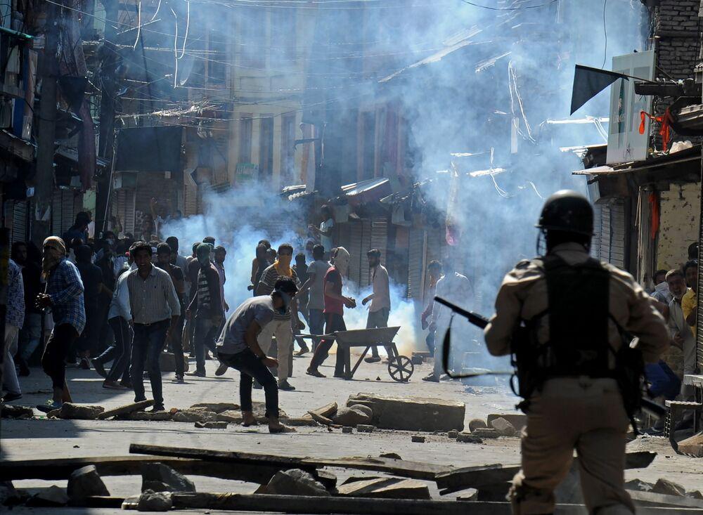 تصادمات واشتباكات بين مسلمي كشمير وقةات الأمن الهندية في مدينة سريناغار، الهند 3 أغسطس/ آب 2016.