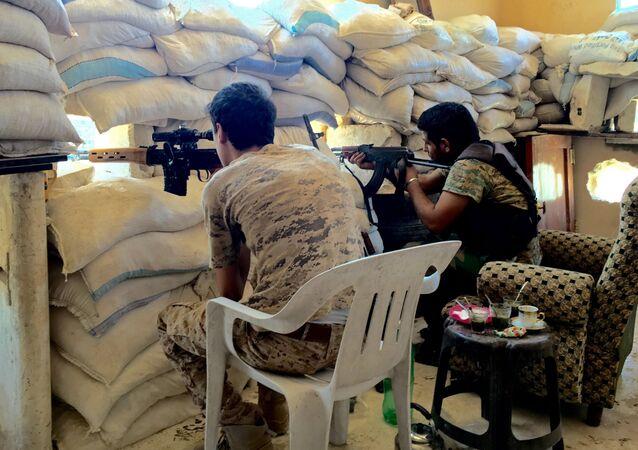 القوات السورية خلال الدفاع في جنوب مدينة حلب