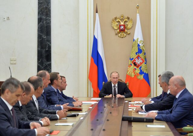الرئيس بوتين خلال اجتماع مع أعضاء مجلس الأمن القومي