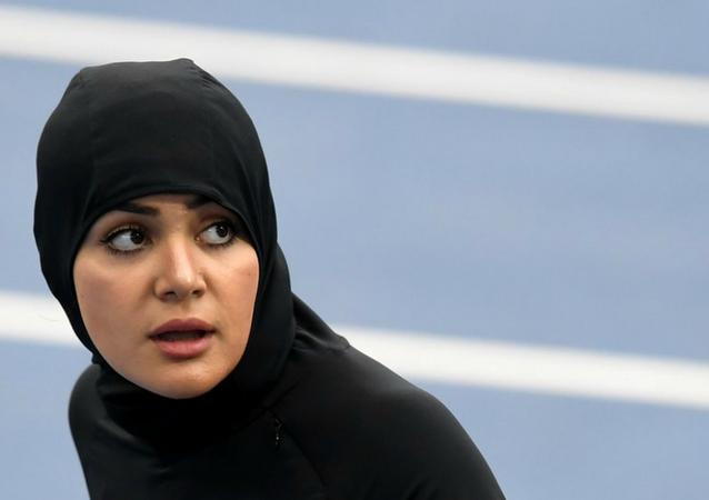 العداءة كريمان أبوالجدايل أول امرأة سعودية تشارك في سباق الـ 100 متر عدوا