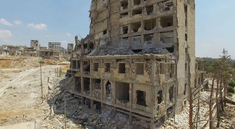 ركام المنازل في حي بني زيد في شمال مدينة حلب