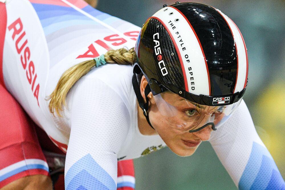 الروسية داريا شميليفا خلال سباق الدراجات على الطريق للنساء في الألعاب الأولمبية الصيفية الحادية والثلاثين