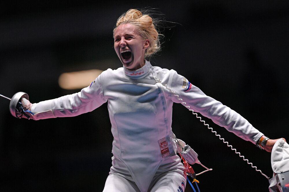 الروسية فيوليتا كولوبوفا في منافسات المبارزة بين فرق النساء في الألعاب الأولمبية الصيفية الحادية والثلاثين