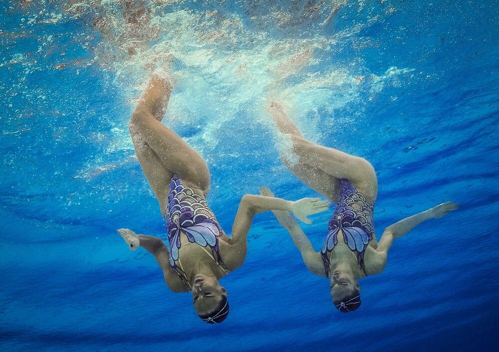 الروسيتان ناتاليا إيشينكو وسفيتلانا روماشينا في نهائيات ثنائيات السباحة الإيقاعية بدورة الألعاب الأولمبية الصيفية الحادية والثلاثين