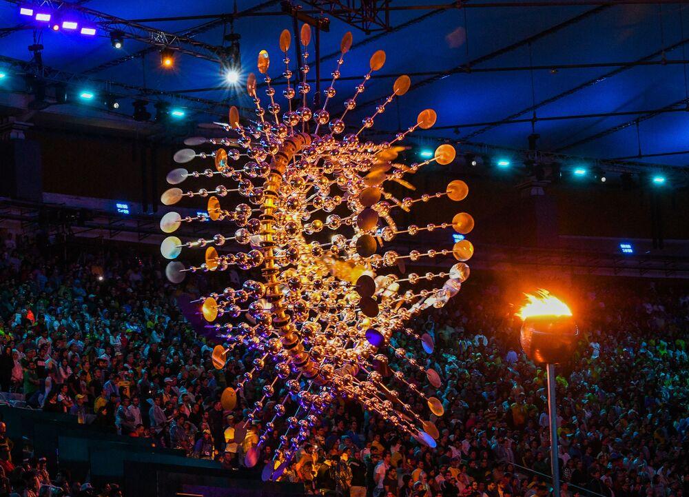وداعاً ريو 2016 - الشعلة الأولمبية في استاد ماراكانا خلال مراسم انتهاء الألعاب الأولمبية الصيفية الـ 31 في ريو دي جانيرو، 21 أغسطس/ آب 2016