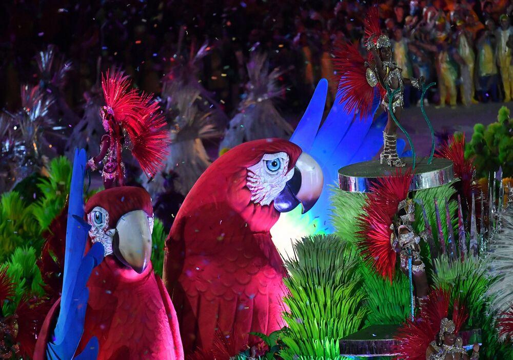 وداعاً ريو 2016 - فنانون أثناء العرض المسرحي استاد ماراكانا خلال مراسم انتهاء الألعاب الأولمبية الصيفية الـ 31 في ريو دي جانيرو، 21 أغسطس/ آب 2016