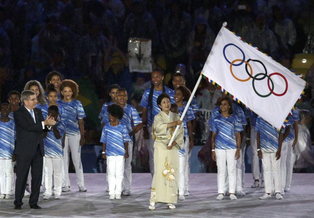 وداعاً ريو 2016 - رئيس بلدية العاصمة اليابانية طوكيو في استاد ماراكانا خلال مراسم انتهاء الألعاب الأولمبية الصيفية الـ 31 في ريو دي جانيرو، 21 أغسطس/ آب 2016
