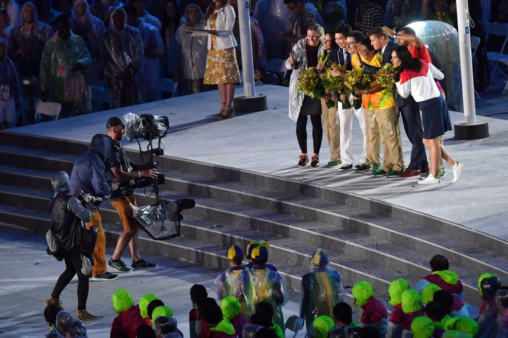 وداعاً ريو 2016 - أداء الرياضيين المنتخبين في اللجنة الأولمبية الدولية للرياضيين في استاد ماراكانا خلال مراسم انتهاء الألعاب الأولمبية الصيفية الـ 31 في ريو دي جانيرو، 21 أغسطس/ آب 2016