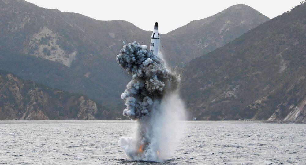 كوريا الشمالية تطلق صاروخ من غواصة