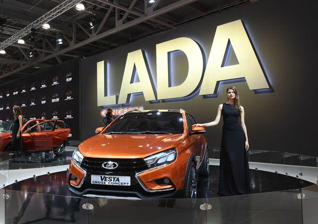 سيارات لادا فى معرض موسكو للسيارات