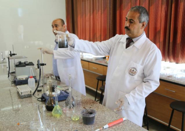 الباحثان في جامعة الإسراء الدكتور علاء مسلم والدكتور عبد الفتاح قرمان