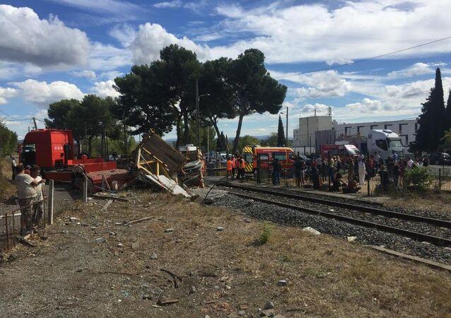 تصادم قطار مع شاحنة في فرنسا