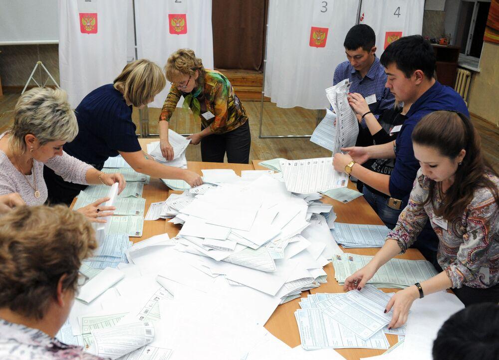 فرز الأصوات في الانتخابات البرلمانية في روسيا