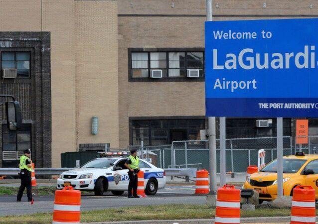 إخلاء صالة ركاب بمطار نيويورك بسبب سيارة مهجورة