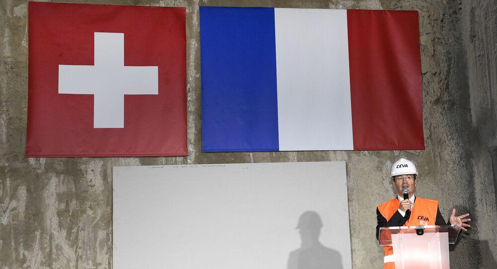 نفق يربط بين فرنسا وسويسرا