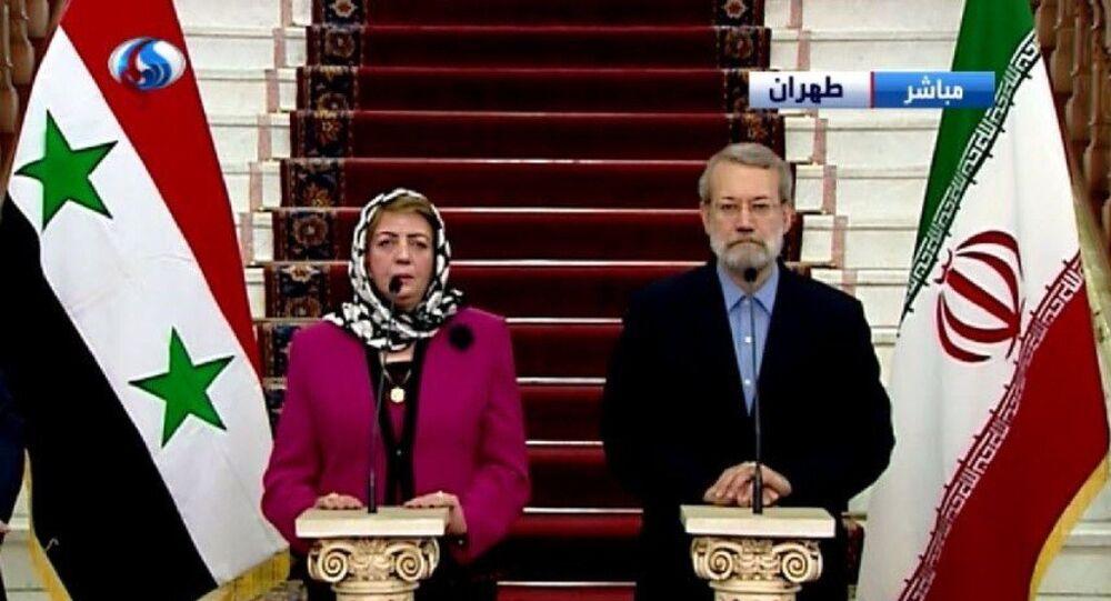 مؤتمراً صحفياً مشتركاً مع رئيسة مجلس الشعب السوري هدية عباس في طهران