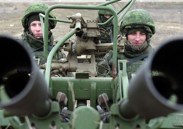 وحدة المدفعية المضادة للطائرات في مناورات الدفاع الجوي الروسية في إطار عملية تفتيش شاملة