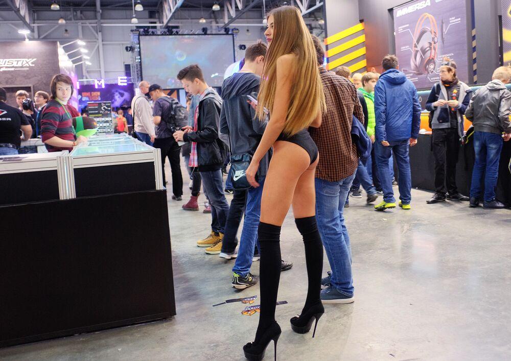 فتيات أفلام الخيال - مشاركات في  مهرجان Comic Con Russia في موسكو