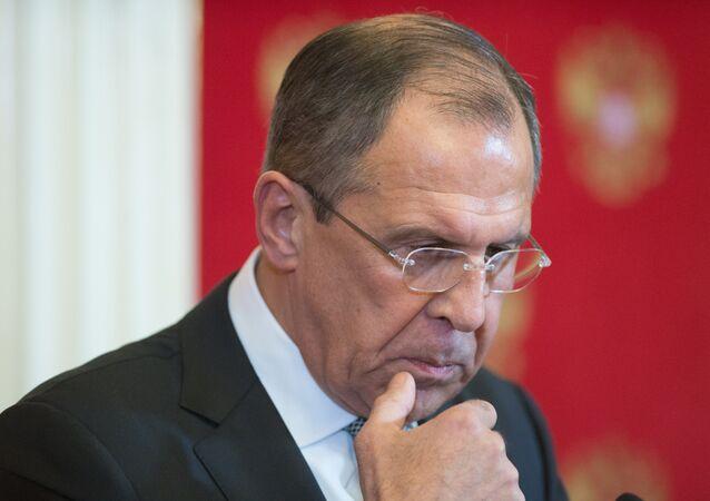 وزير الخارجية الروسي سيرغي لافروف خلال مؤتمر صحفي مع نظيره الأمريكي جون كيري في الكرملين
