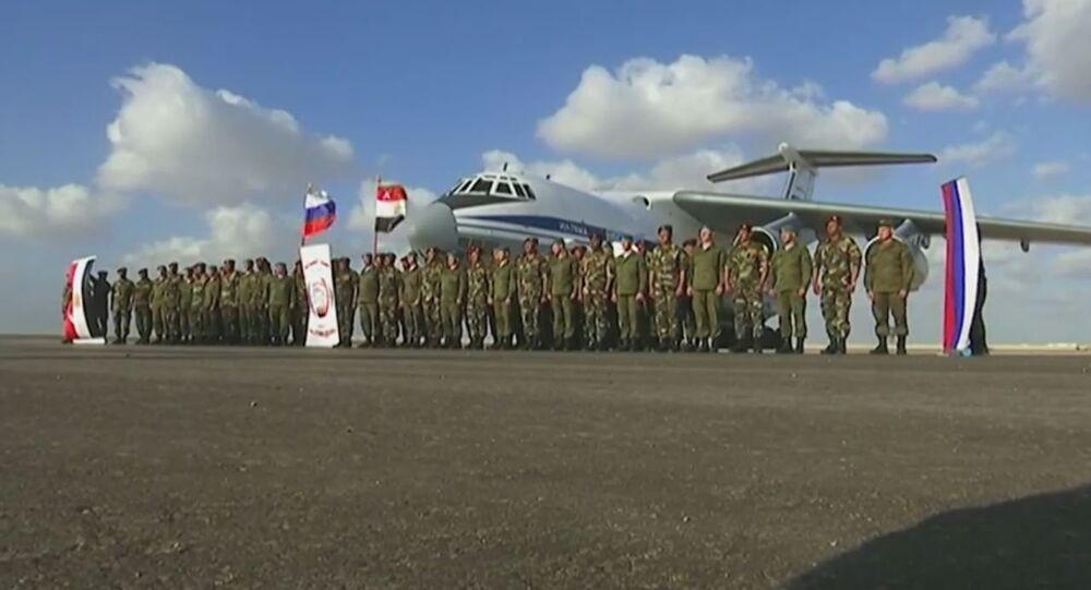الجنود الروس والمصريين