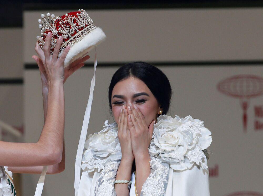 الفائزة بمسابقة ملكة الجمال الدولية من الفلبين كيليي فيرزوسا