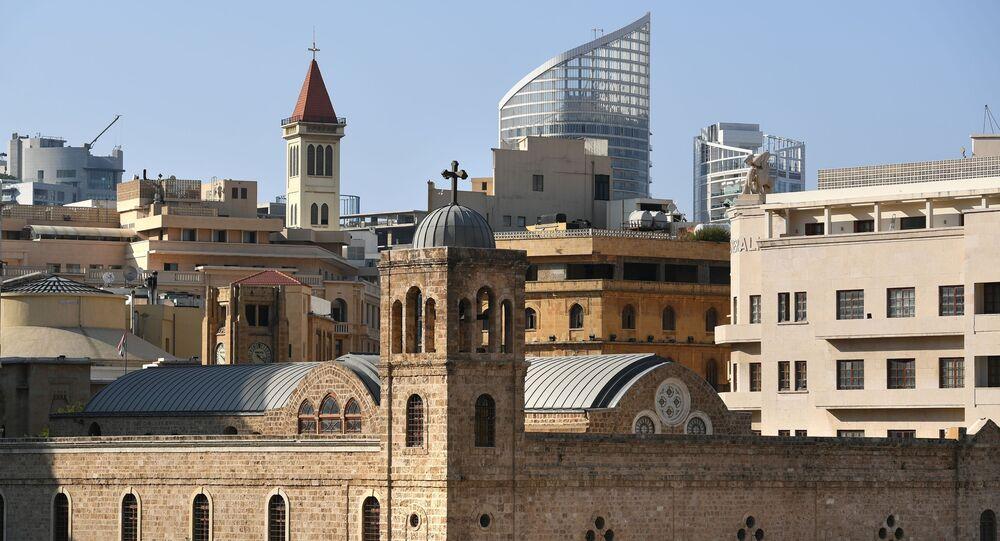 مشهد يطل على الكاتدرائية الأرثوذكسية اليونانية سانت جورج بساحة ليتوال (النجمة) في مدينة بيروت