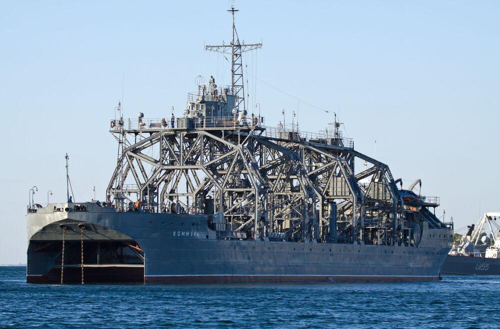 سفينة الإنقاذ كومونة من أسطول البحر الأسود في سيفاستوبول