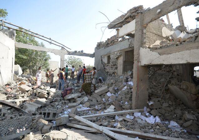 قصف التحالف العربي سجن في اليمن