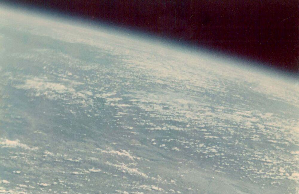 أول صورة لكوكب الأرض يلتقطها الإنسان، وذلك من قبل رائد الفضاء غيرمان تيتوف عام 1961