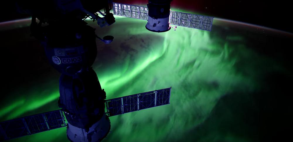 الشفق القطبي من الفضاء الخراجي