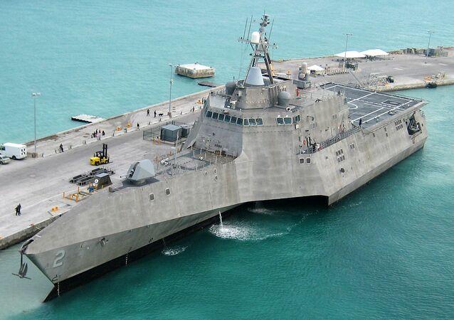 صورة لسفن حربية للبحرية الأمريكية من نفس طراز USS Montgomery
