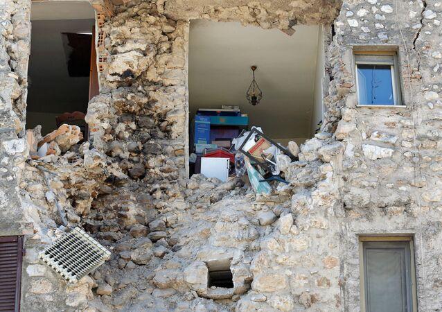 ركام منزل بعد زلزال ضرب مدينة نورسيا، إيطاليا 30 أكتوبر/ تشرين الأول 2016